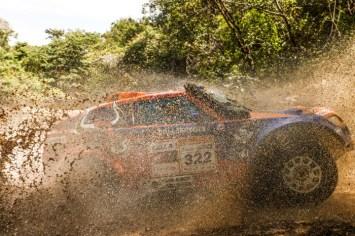 A bordo do T-Rex #322, dupla liderou desde a terceira etapa na categoria (Sanderson Pereira/ PhotoEsporte)