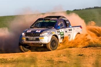 Duplas de todo o Brasil participam do rali cross-country de velocidade. Foto: Tom Papp - Mitsubishi