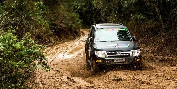 Duplas enfrentarão desafios off-road com seus Mitsubishi. Foto: Ricardo Leizer / Mitsubishi