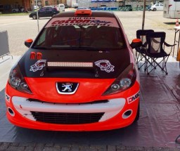 Peugeot 2017 da dupla no parque de apoio em Morretes (Divulgação)