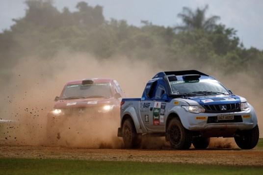 Duplas disputaram segundo a segundo no rallycross. Foto: Marcelo Machado / Mitsubishi
