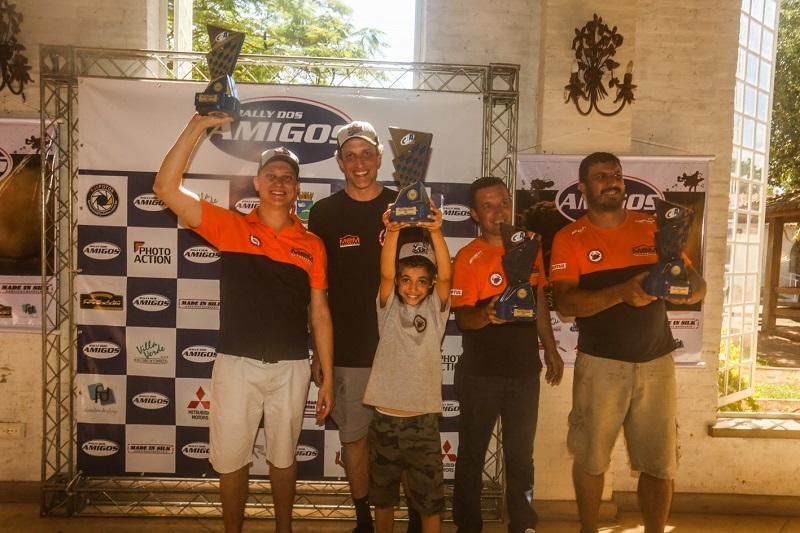 Terpins recebeu, ainda, o troféu de Campeão Brasileiro 2017 na Protótipos T1 (Sanderson Pereira/PhotoEsporte)