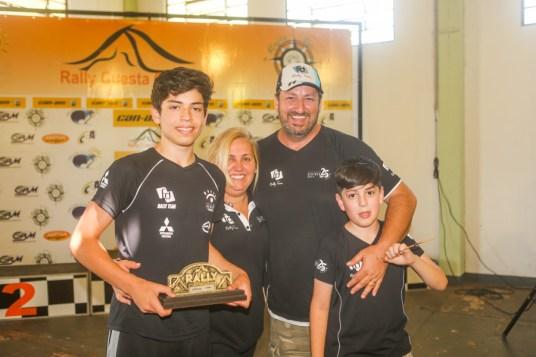 Família de pilotos: Giovanni (filho), Sandra (mãe) e Fontoura (pai) (Sanderson Pereira/PhotoEsporte)