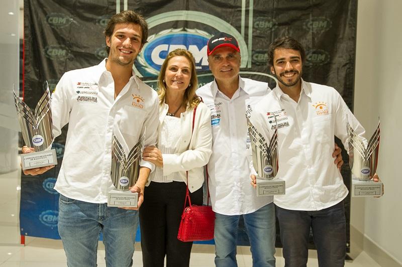 Família da Poeira marca mais uma vez sua história no automobilismo nacional (Doni Castilho/DFotos)