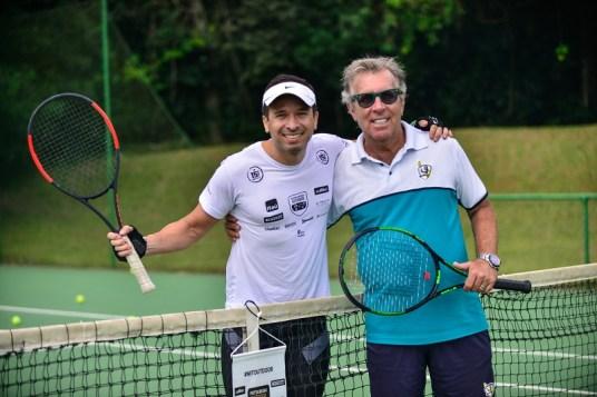 Equipes se divertiram ao jogar tênis com Carlos Kirmayr em um dos PCs. Foto: David Santos Jr / Mitsubishi