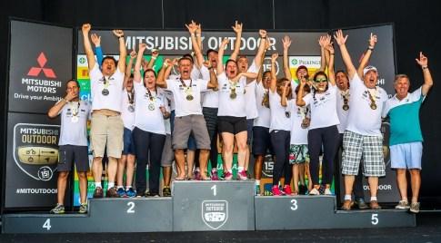 As melhores equipes fazem a festa no pódio. Foto: Cadu Rolim/Mitsubishi