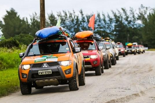 Equipes se prepararam com seus 4x4. Foto: Ricardo Leizer / Mitsubishi