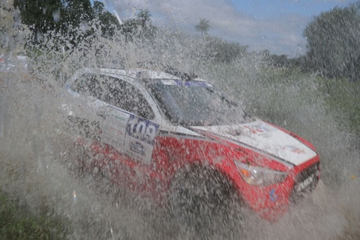 Dupla irá acelerar o novo carro, o Mitsubishi ASX R, na serra catarinense. Foto: JJ Lopez/Puromotorpy