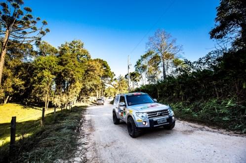 Trilhas off-road divertem os participantes, dos iniciantes aos experientes (Foto: Ricardo Leizer/Mitsubishi)