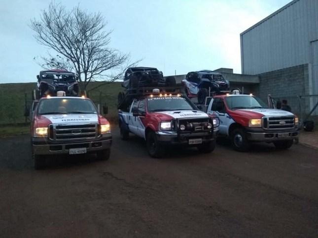 Caminhões de suporte rápido para atender os UTVs durante a prova (Divulgação)