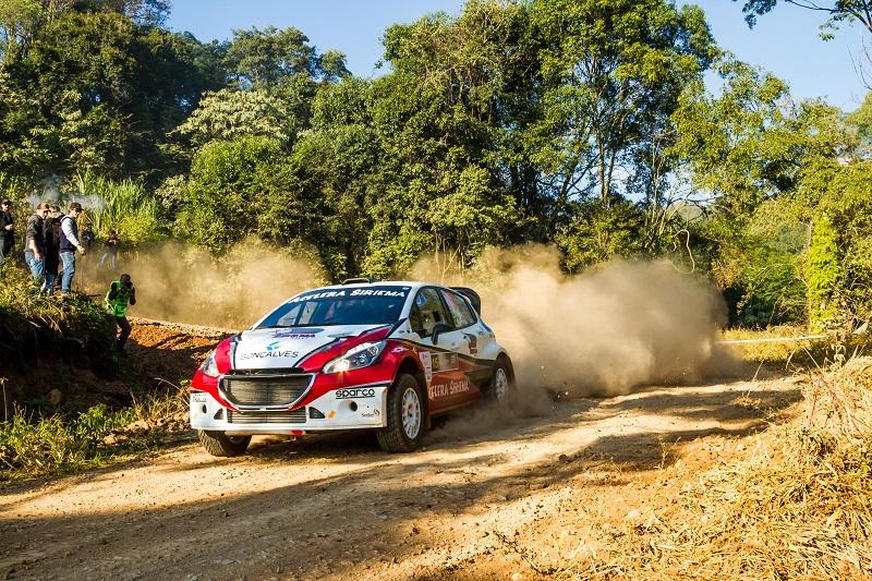 Facco levantando poeira com o Peugeot 208 Maxi Rally. Foto: Lisandro Garcia