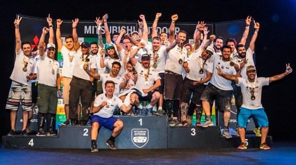 Melhores equipes celebram no pódio. Foto: Cadu Rolim/Mitsubishi