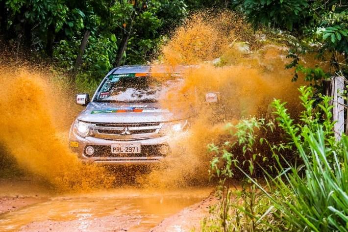 Água e lama apimentaram a prova (Foto: Cadu Rolim / Mitsubishi)
