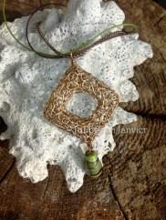 Sautoir en bronze et perle de verre