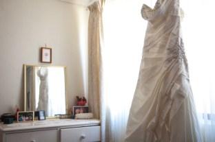 wedding-dress-in-the-mirror