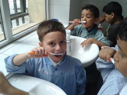 Nos lavamos los dientes (1)