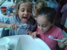 Nos lavamos los dientes (3)