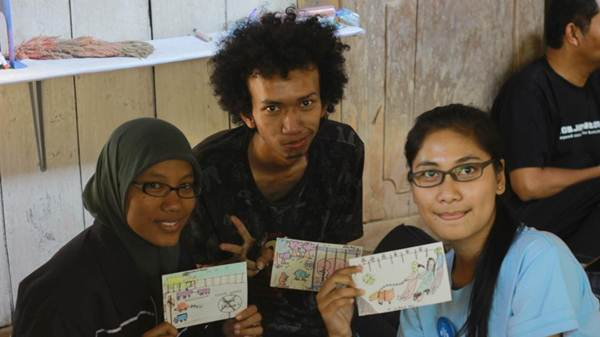Mujiyono sebagai tentor menggambar bersama Solo Mengajar