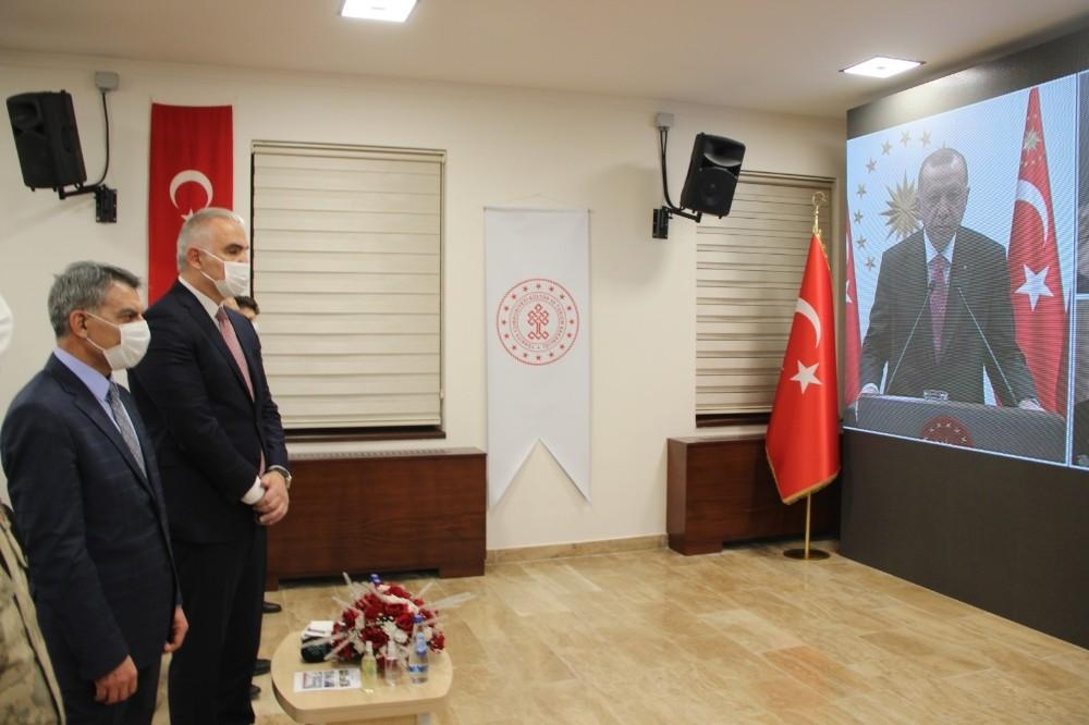 Tunceli'nin ilk müzesi Cumhurbaşkanı Erdoğan'ın canlı bağlantısı, Bakan Ersoy'un katılımıyla açıldı