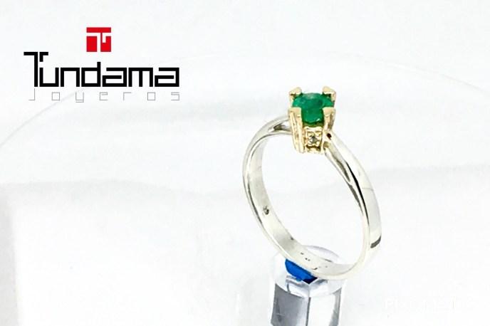 esmeralda con caja de oro y aro en plata
