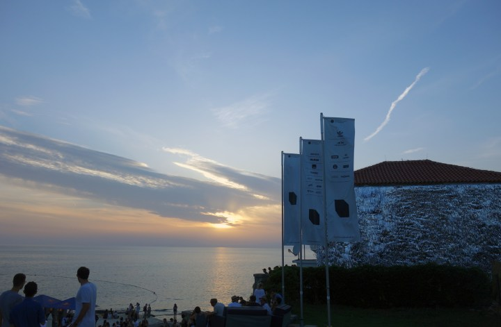 tunes&wings_Lighthouse_house_sunset
