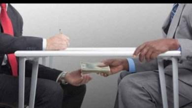 Photo of بوحجلة: بعد تصوير الأموال ونصب كمين له، أعوان الأمن يضبطون رئيس مكتـب الأداءات بالقباضـة بصدد تلقيه رشوة