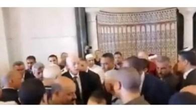 Photo of قيس سعيّد يؤدي صلاة الجمعة مع المواطنين في أحد مساجد العاصمة