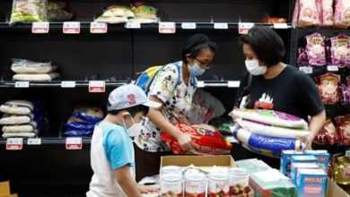 Photo of منظمة الصحة العالمية توضّح بخصوص انتقال فيروس كورونا عبر المواد الغذائية وأغلفتها
