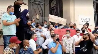 Photo of عمال المقاهي أمام ولاية تونس: يا مشيشي سيب العباد راهو الشر قتل البلاد