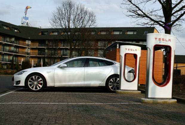 Tesla Model S 010