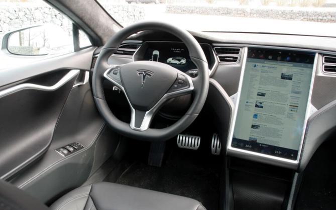 Tesla Model S 011