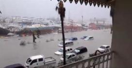 سيارات غارقة نتيجة إعصار إيرما