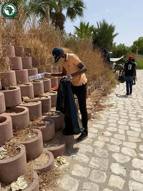 الجالية الإفريقية بصفاقس تُنظم حملة نظافة للمدينة كحركة رمزية تعبيرا عن شكرهم