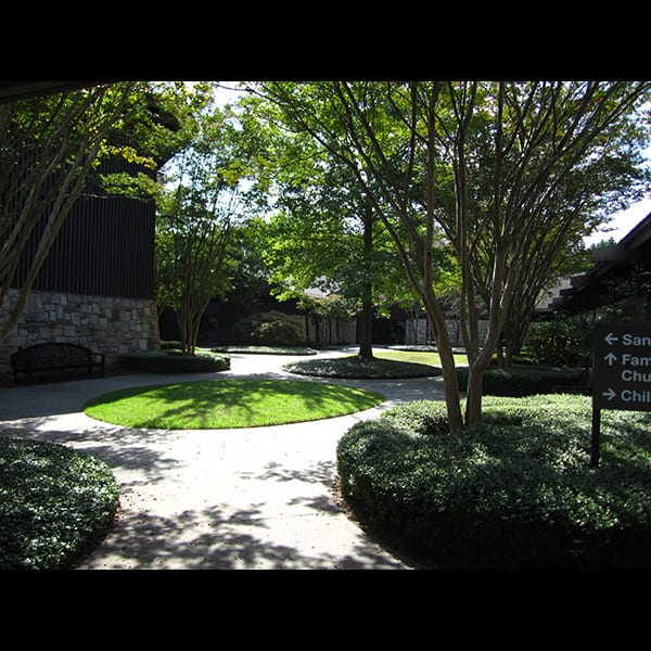 Alternat view of the courtyard at Northwest Presbyterian Church in Buckhead in Atlanta, Georgia, designed by Tunnell and Tunnell Landscape Architecture.