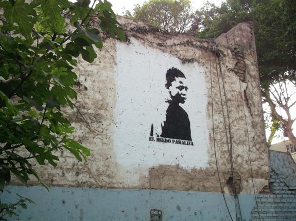 Una vez listo, El Observador mira a todos desde casa Tupac, en Barranco.