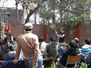 Mesa de diálogo con alumnos de la PUCP