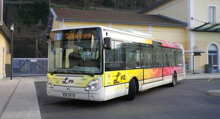 Photo d'un bus du réseau L'VA pour illustrer la page des transports scolaires du site internet de la mairie tupinetsemons.fr