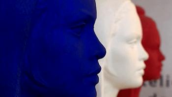 Photo de 3 bustes de Marianne, un bleu, un blanc et un rouge pour illustrer la page de la carte d'identité de la ville de Tupin et semons sur le site de la mairie de Tupin et Semons www.tupinetsemons.fr