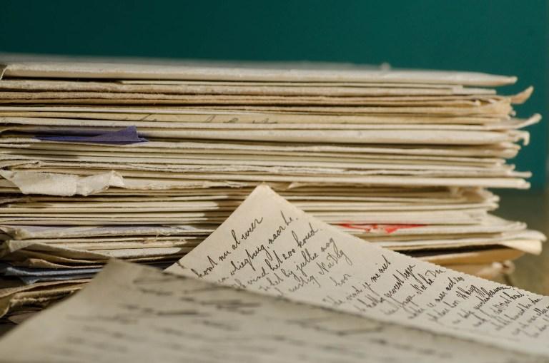 Image d'un tas de papier pour illustrer la page des conseils municipaux du site internet de la mairie de Tupin et Semons www.tupinetsemons.fr