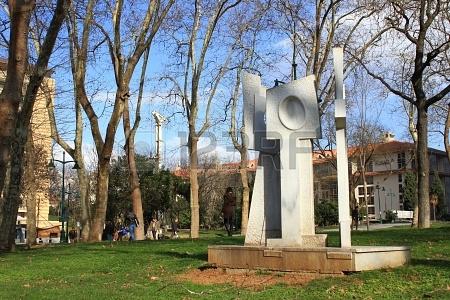 El parque Taksim y el monumento a la Paz