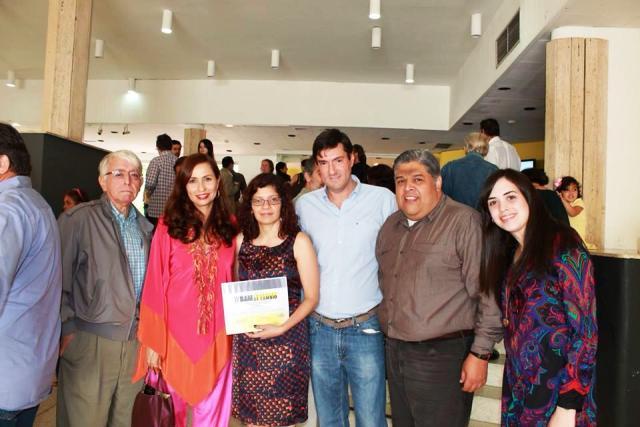 Recibiendo el Premio  IV Bienal de Arquitectura de Maracaibo, 2013