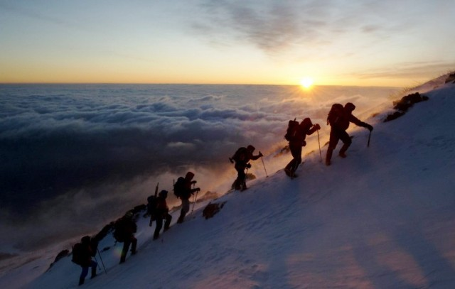 Escaladores en e MOnte Fuji, Japón