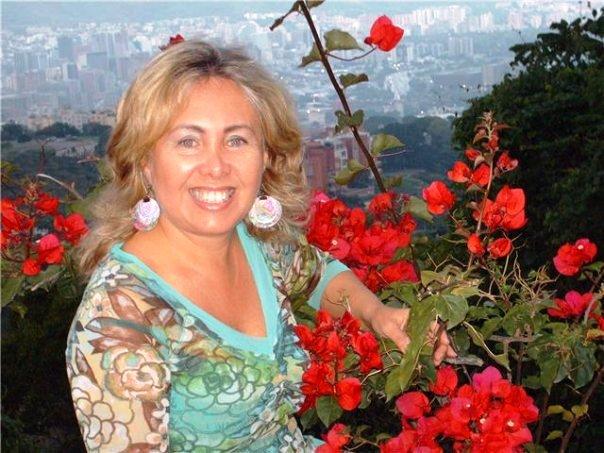 La Maestra de Biodanza Myrna Rondón, sonriente como siempre y en sintonía con la naturaleza.