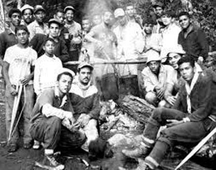 Palmeros haciendo su tradicional sancocho. Foto Alcaldia de Chacao