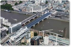 El puente solar de Blackfriars, Londres, el mas del mundo