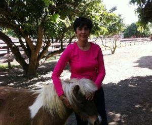 Marisela Valero disfrutando los animalitos. Foto Nidia Hernández