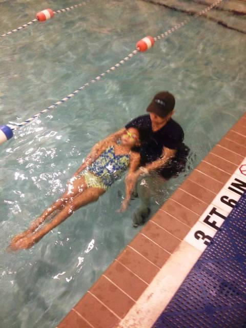 La natación es uno d elos deportes mas completos para la rehabilitación integral