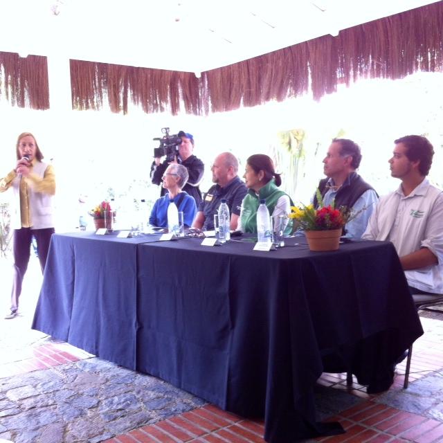 Blanca Vera haciendo la presentación del evento. Foto Planeta Vital