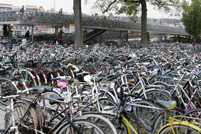 Estacionamiento de bicicletas en Amsterdam