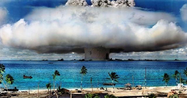 Atolon Bikini con sus explosiones nucleares. Foto: elpozodeesparta.blogspot.com